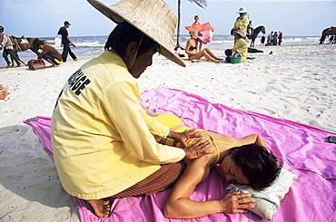 Thai Massage on Hua Hin Beach, Hua Hin, Thailand, Southeast Asia, Asia