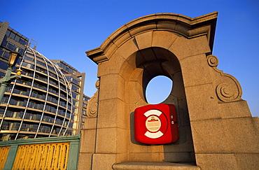 Seat on Southwark Bridge and modern Bankside buildings, Bankside, London, England, United Kingdom, Europe
