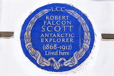 Historical blue plaque on Robert Falcon Scott Residence in Oakley Street, Chelsea, London, England, United Kingdom, Europe