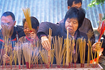 People praying at Wong Tai Sin Temple, Hong Kong, China, Asia
