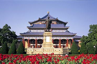 Sun Yatsen statue and Memorial Hall, Yuexiu Park, Guangzhou, Guangdong Province, China, Asia