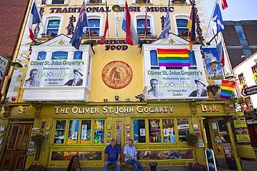 Pub exterior in Temple Bar area, Dublin, Republic of Ireland, Europe