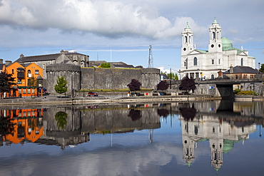 Athlone Castle and River Shannon, Athlone, County Westmeath, Leinster, Republic of Ireland, Europe