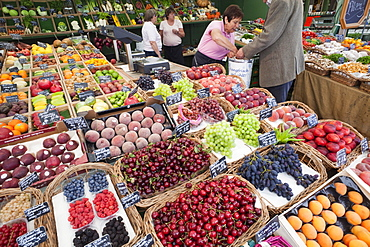 Fruit stall in the Viktualienmarket, Munich, Bavaria, Germany, Europe