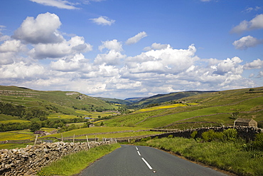 Empty road in Swaledale, Yorkshire Dales National Park, Yorkshire, England, United Kingdom, Europe