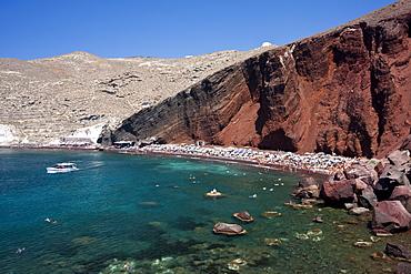 The Red Beach, a famous sunbathing spot near Akrotiri in Santorini, Cyclades, Greek Islands, Greece, Europe