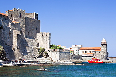 The Chateau-Royal and the Church of Notre-Dame-des-Anges from the harbour at Collioure, Cote Vermeille, Languedoc-Roussillon, France, Europe