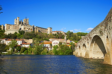 Cathedral Saint-Nazaire and Pont Vieux (Old Bridge) over the River Orb, Beziers, Herault, Languedoc, France, Europe