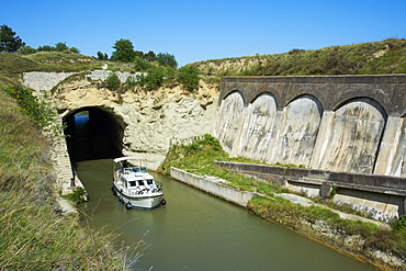 Malpas Tunnel, Navigation and cruise on the Canal du Midi, UNESCO World Heritage Site, Herault, Languedoc Roussillon, France, Europe
