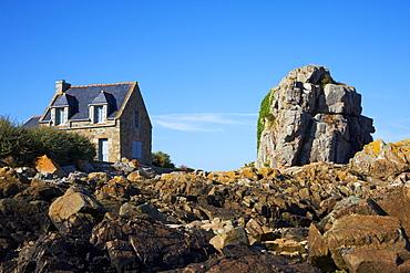 Pors Hir harbour, Cote de Granit Rose, Cotes d'Armor, Brittany, France, Europe