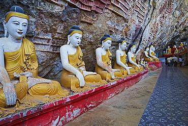 Statues of the Buddha at the Kawgun Buddhist Cave, near Hpa-An, Karen (Kayin) State, Myanmar (Burma), Asia