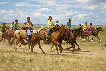 Horse race with young Mongolian jockeys, Naadam, national festival, Ovorkhangai, Mongolia, Central Asia, Asia