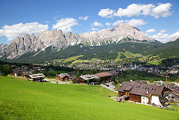 View of town and mountains, Cortina d' Ampezzo, Belluno Province, Veneto, Dolomites, Italy, Europe