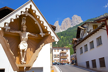 Religious cross, Ciampedel, Fassa Valley, Trento Province, Trentino-Alto Adige/South Tyrol, Italian Dolomites, Italy, Europe