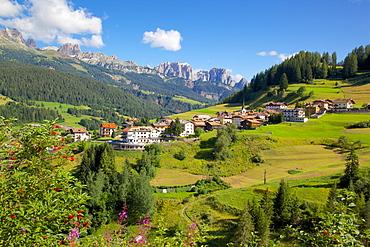 Moena, Fassa Valley, Trento Province, Trentino-Alto Adige/South Tyrol, Italian Dolomites, Italy, Europe