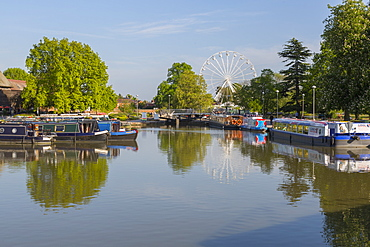 River Avon long boats and ferris wheel, Stratford upon Avon, Warwickshire, England, United Kingdom, Europe