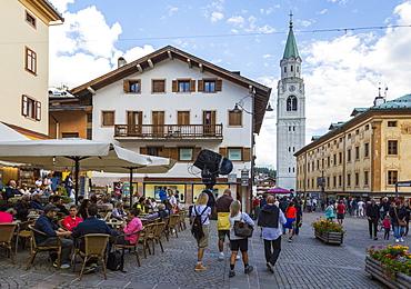 View of Parrocchiale SS Filippo e Giacomo and shopping area, Cortina d'Ampezzo, South Tyrol, Italian Dolomites, Italy, Europe