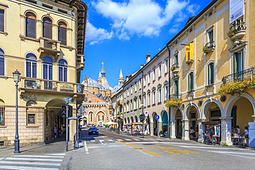 Street view of Saint Anthony of Padua Basilica, Padua, Veneto, Italy, Europe