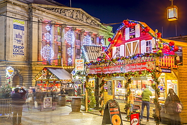 Christmas Market and City Council Building on Old Market Square at dusk, Nottingham, Nottinghamshire, England, United Kingdom, Europe