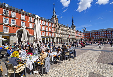 View of Al Fresco restaurants and architecture in Calle Mayor, Madrid, Spain, Europe
