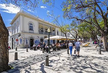 Al Fresco restaurants and Flower Festival on Avenue Arriaga during springtime, Funchal, Madeira, Portugal, Europe
