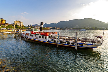 View of tour boat on Lake Como and Duomo visible, Como, Province of Como, Lake Como, Lombardy, Italian Lakes, Italy, Europe