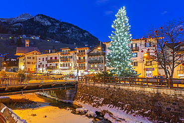 View of Campitello di Fassa at dusk at Christmas, Val di Fassa, Trentino, Italy, Europe