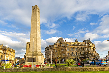 View of Cenotaph on Parliament Street at Christmas, Harrogate, North Yorkshire, England, United Kingdom, Europe