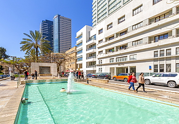 View of Founders Monument and Fountain on Rothschild Boulevard, Tel Aviv, Israel, Middle East