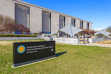 The National Museum of American History in spring, Washington D.C., United States of America, North America