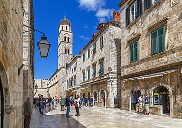 Visitors on Stradun and Franciscan Church and Monastery, Dubrovnik Old Town, UNESCO World Heritage Site, Dubrovnik, Dalmatia, Croatia, Europe