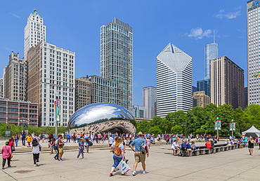 View of Cloud Gate (the Bean), Millennium Park, Downtown Chicago, Illinois, United States of America, North America