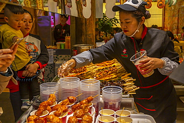 Street food in Kuanxiangzi Alley, Chengdu, Sichuan Province, People's Republic of China, Asia