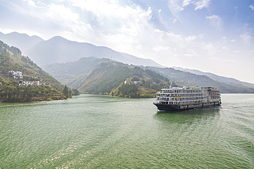View of cruise ship in the Three Gorges on the Yangtze River, People's Republic of China, Asia