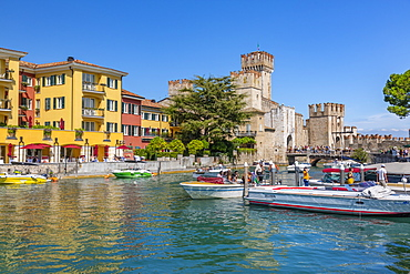View of boats and Castello di Sirmione on a sunny day, Sirmione, Lake Garda, Brescia, Lombardy, Italian Lakes, Italy, Europe