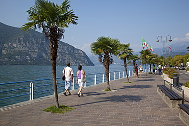 Promenade, Iseo, Lake Iseo, Lombardy, Italian Lakes, Italy, Europe