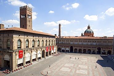 Piazza Maggiore and Podesta Palace, Bologna, Emilia Romagna, Italy, Europe