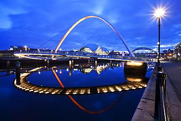 Gateshead Millennium Bridge and The Sage at dusk, Newcastle, Tyne and Wear, England, United Kingdom, Europe