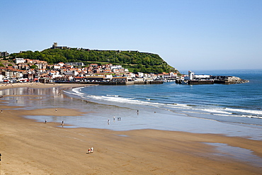South Sands from the Cliff Top, Scarborough, North Yorkshire, Yorkshire, England, United Kingdom, Europe
