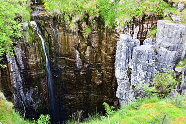 Limestone formations and waterfall at Buttertubs on the Pass from Wensleydale to Swaldale, Yorkshire Dales, Yorkshire, England, United Kingdom, Europe
