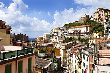 Rooftops above Via Colombo in Riomaggiore, Cinque Terre, UNESCO World Heritage Site, Liguria, Italy, Europe