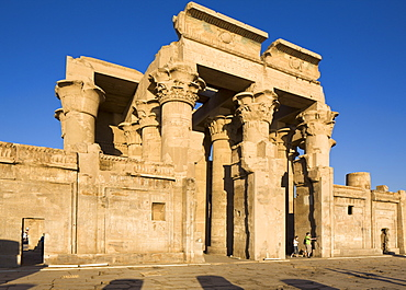 The twin Temple of Sobek and Haroeris, Kom Ombo, Egypt, North Africa, Africa