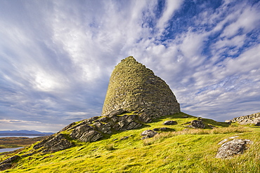 Dun Carloway on the Hebridean island of Islay, one of the best preserved brochs in Scotland, Islay, Outer Hebrides, Scotland, United Kingdom, Europe