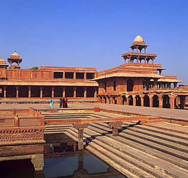 The Anoop Talao pool and the Panch Mahal pavilion at Fatehpur Sikri, UNESCO World Heritage Site, Uttar Pradesh, India, Asia