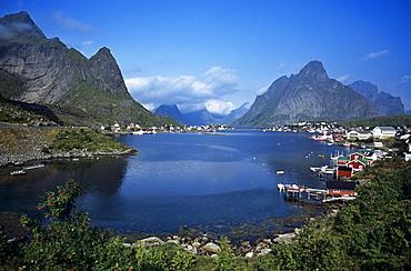 The idyllic and dramatic setting of Reine on Moskenesoy in the Lofoten Islands, Norway, Scandinavia, Europe