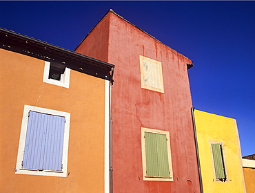 Ochre tinted houses in the colourful village of Roussillon, Provence, France, Europe