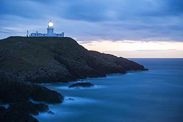 Strumble Head Lighthouse at dusk, Pembrokeshire Coast National Park, Wales, United Kingdom, Europe - 848-1095