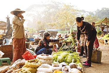 Hsipaw Morning Market, Hsipaw, Shan State, Myanmar (Burma), Asia