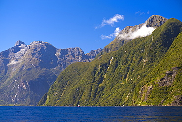 Milford Sound, Fiordland National Park, UNESCO World Heritage Site, South Island, New Zealand, Pacific