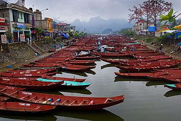Boats on river to Perfume Pagoda, Vietnam, Indochina, Southeast Asia, Asia